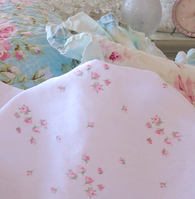 SHABBY COTTAGE CHIC PETITE BOUQUET PINK ROSES SPRINKLES QUEEN SHEET ...