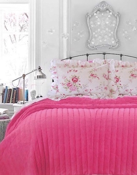 URBAN CHIC HOT PINK RED QUILT & FLUFFY PILLOWS QUEEN